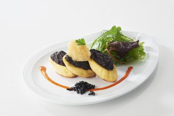 Quenelles natures grillées au beurre d'olives noires