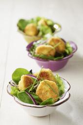 Salade de mesclun aux quenelles pannées