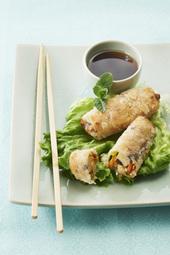 Nems aux quenelles de crevettes, julienne de légumes et champignons noirs
