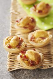Tartelettes apéritives aux minis quenelles, lardons et oignons