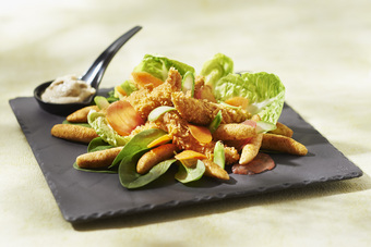 Salade César aux mini quenelles et poulets croustillants