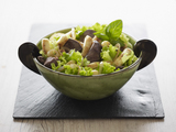 Recette : Salade de foie de volaille et mini quenelles