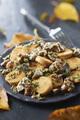 Recette : Poêlée de champignons persillés et suprêmes soufflés poêlés