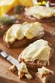 Recette : Tartines aux suprêmes soufflés nature, fondue de tomates à l'échalotte et mozzarella fondue