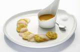Recette : Carpaccio de Saint-Jacques, soufflés aux légumes et vinaigrette mangue passion