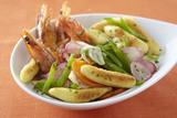 Recette : Wok de quenelles et légumes croquants aux crevettes