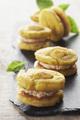 Recette : Macarons de quenelles au fromage frais et tomates confites