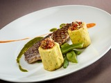 Recette : Filet de daurade grillé, sauce au pesto et poivron rouge avec ses quenelles farcies à la ratatouille