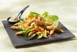 Recette : Salade César aux mini quenelles et poulets croustillants